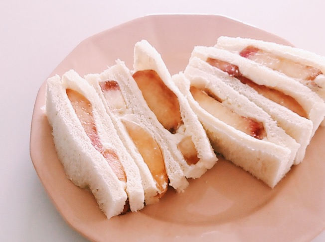 ヤオイソの桃サンド