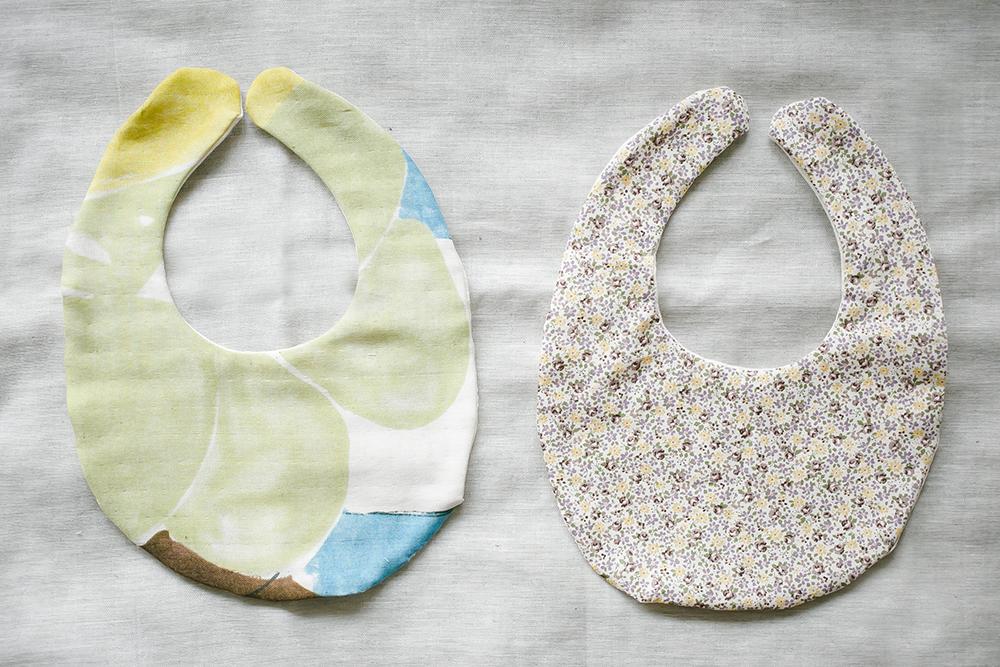 naniIroと小花柄生地で手作りスタイ