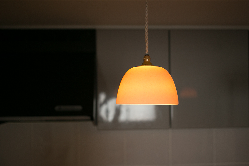 磁器のランプシェード
